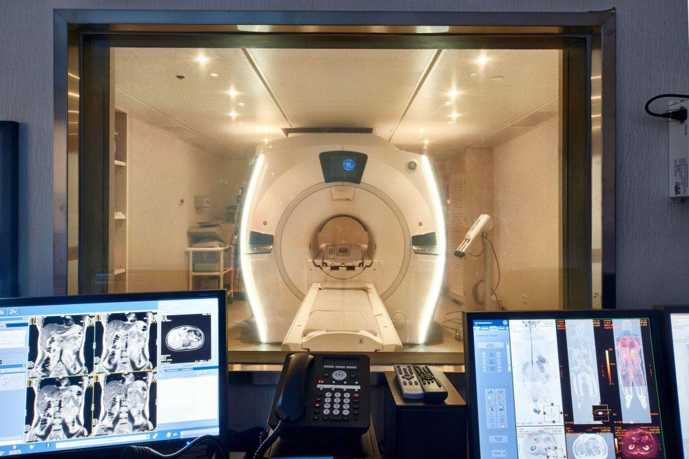 磁力共振掃描是一種利用磁場及共振頻率的造影技術