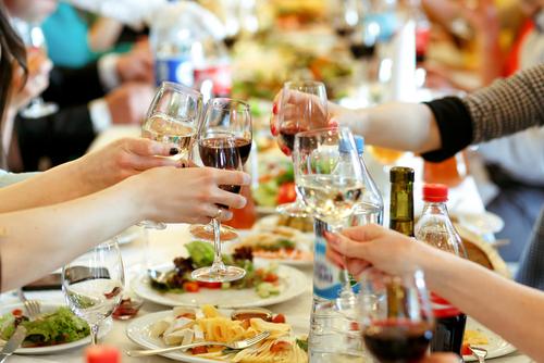 派對前後必讀!專家分析4大解酒迷思 酒後千萬別飲__!